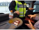AA1020726_800 Noggrann passkontroll vid ankomst till Sverige.