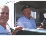 Börje Jönsson (bakom ratten) samt Per Andren (Pastorn från Bandar Express)