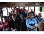 En hel buss kommer lastad med veteran entusiaster.