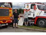 Far & Son Bertil och Alfred vid truckracebilen