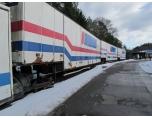 Även dessa trailers är från en svunnen tid, numera avgår flera fulla tåg lastade med karossdelar dagligen till Volvo i Göteborg.