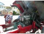 Foto:Ason Igensatt bränslefilter, www.veteranlastbilar.se bistår med verktyg.