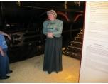 Damen förkunnar hur kungligheterna reste PT_0006